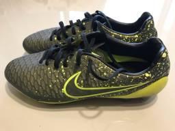 Vendo chuteira Nike modelo Hypervenon