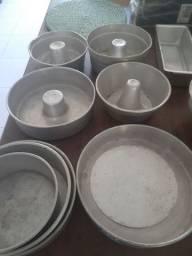 Vendo 14 formas alumínio; bolos etc, pães