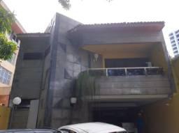 Casa com 2 Pavimentos com 8 Suítes na Av. Gentil Bittencourt