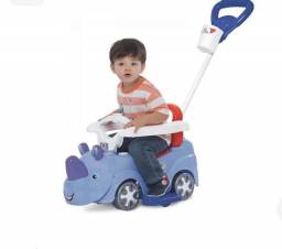 Carro infantil suporta 50 kg