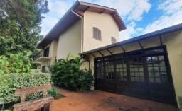 Olha essa linda casa com 4 quartos a 5min do Parque Barigui - de esquina - Bigorrilho
