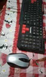 Teclado gamer e mouse sem fio