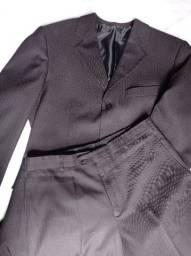 Título do anúncio: Terno masculino preto, tamanho M.