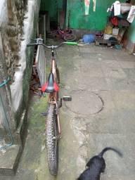 Uma bicicleta caloi 200reais