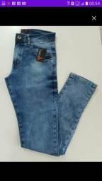 Jeans em liquidação.