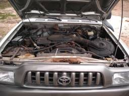 Vendo Toyota Hilux 3.0 4x4 - 2004