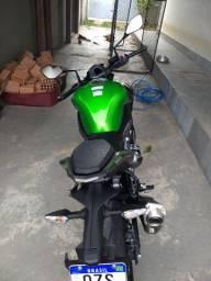 Kawasaki Z900 ano 2020.