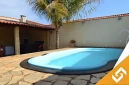 Bela casa c/piscina de água termal, localizada em bairro nobre de Caldas Novas. Cód 1014