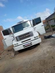 Vendo caminhão branco