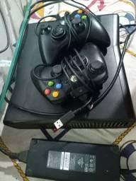 Vendo Xbox 360 por 650$