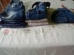 Calças jeans, jardineiras e shorts