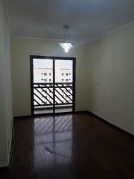 Alugo apartamento amplo 3 dorms. (1 suíte) no Botafogo