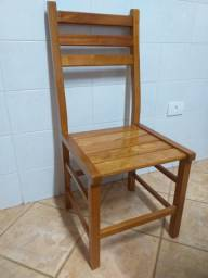 Cadeiras usadas em madeira maciça
