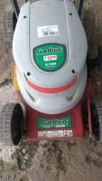 Máquina de cortar grama, em ótimo estado