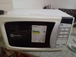 Microondas Electrolux - R$ 180,00