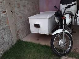 Moto  com carretinha  em dias