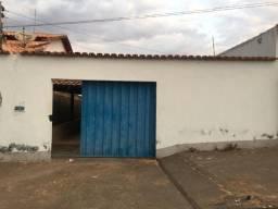 Casa de Aluguel no Veiga Jardim por R$ 750,00