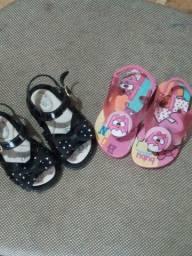 VENDO as 2 sandálias