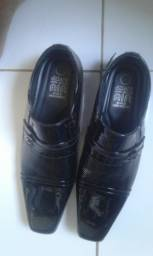 Sapato Jota P, Couro Puro.