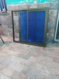 Vende-se janela de correr de alumínio com vidro