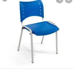 Vende-se cadeiras de plástico