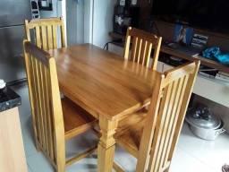 Mesas e cadeiras  variáveis