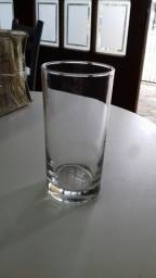 Copos de vidro.