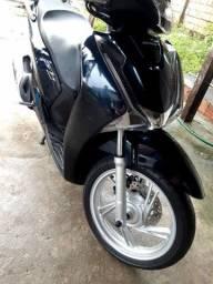 Moto scooter sh150
