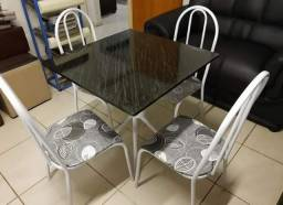 Mesas Tubulares com 4 cadeiras por apenas R$399,90