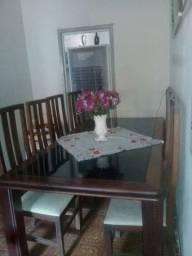 Enorme mesa de vidro com 10 cadeiras, de madeira