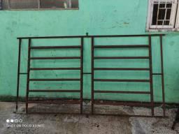 Três janelas basculante. Nunca usadas. Ferro antigo