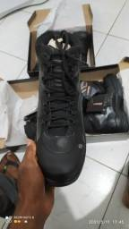 Título do anúncio: Bota preta de couro  de marca, novas vários tamanhos