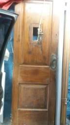 Porta de madeira da lei