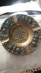 Cinzeiro antigo de metal