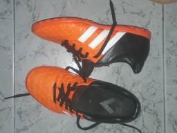 Chuteira adidas society n33