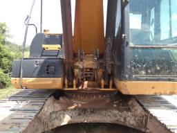 Estou vendendo uma máquina escavadeira