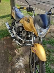 Moto Honda titan.