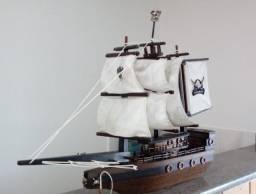 Barco Pirata Decorativo de Madeira (60 cm)