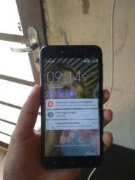 Vendo Asus ótimo celular 32 gb 250 só tem tricado como está na foto mas e muito bom o cr