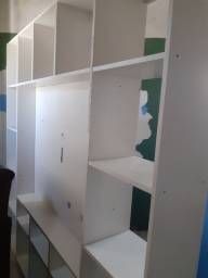 Vendo essa estante semi Nova parafusada muito bem conservado e um sofa