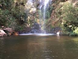 Alugo casa de fazenda linda, com cachoeira privativa dentro da propriedade, 80km de BH