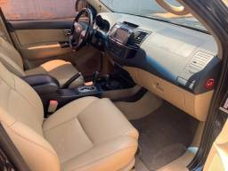 Toyota Hilux SW4 SRV 2015 7 lugares 4x4