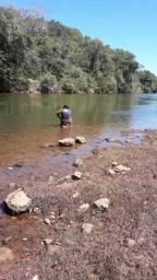 Uma terra de 8 auqueriro na beira rio