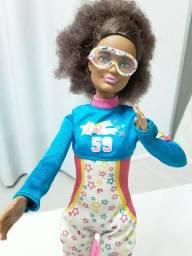 Barbie não articulada com dois looks e roupa completa de esqui ??