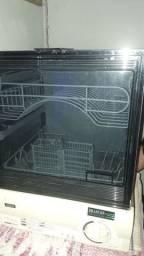 Maquina de lavar louça enxuta.
