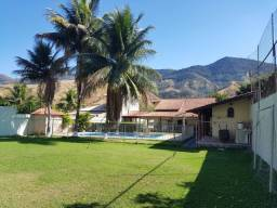 Excelente casa de 2 quartos, piscina, espaço gourmet e campo de futebol em Conrado