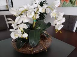 Vaso redondo transparente com flores