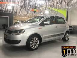 "Volkswagen Fox Rock in Rio 1.6 Flex Rodas 15"" Prata Completo"