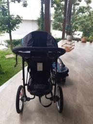 Vende-se carrinho de bebê e cadeirinha