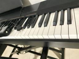 Piano Digital semi novo